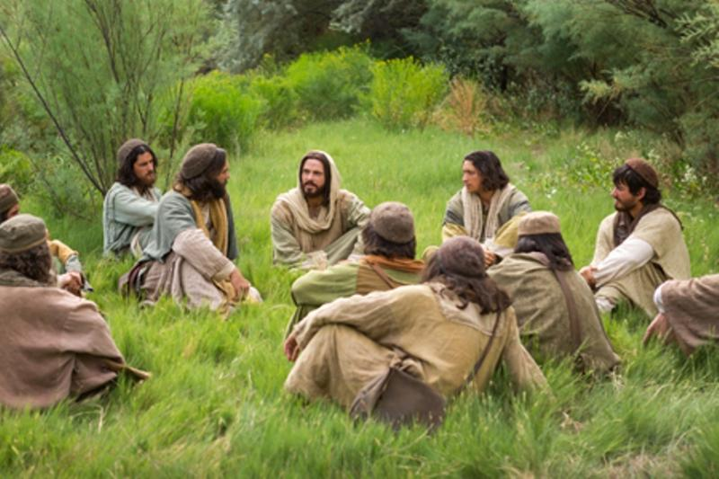 Matthew 20 – Jesus Told the Parable of the Laborers in the Vineyard, Jesus Foretold His Sufferings, Jesus Preached on Servant Leadership, and Jesus Healed Two Blind Men on the Road
